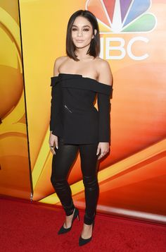 Vanessa Hudgens & Nicole Richie Attend NBC TCA Panels: Photo Vanessa Hudgens and Nicole Richie step out in style for the the NBCUniversal portion of the 2017 Winter Television Critics Association Press Tour held at the Langham… Style Vanessa Hudgens, Vanessa Hudgens Short Hair, Nicole Richie, All Black Outfit, Red Carpet Fashion, Short Hair Styles, Celebrity Style, Hipsters, Coachella