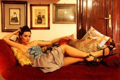 Dress in gray acrylic with bustier in mosaic. Designer: Intidhar Saleh Photografer: Laura Nardelli Make up and hair: Manuela Mellio Model: Sara Walsh Fasano