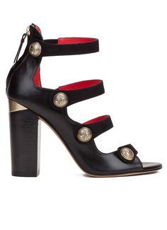 Sandalias negras de tacón ancho con botones estilo marinero y detalles metálicos- tienda de zapatos Pura López · PURA LOPEZ