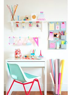 Really cute idea for a craft or teen room. Really cute idea for a craft or teen room. The post Really cute idea for a craft or teen room. appeared first on Decor Ideas. Kids Desk Space, Study Space, Kids Workspace, Study Nook, Ideas Para Organizar, Tumblr Rooms, The Design Files, Space Crafts, Craft Space
