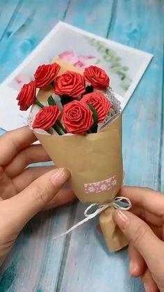 moondylak - 0 results for diy Cool Paper Crafts, Paper Flowers Craft, Paper Crafts Origami, Diy Crafts For Gifts, Flower Crafts, Creative Crafts, Diy Paper, Diy Flowers, Instruções Origami