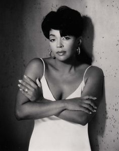Anita Baker, R / soul jazz singer-songwriter. My Black Is Beautiful, Beautiful People, Beautiful Women, Music Icon, Soul Music, Indie Music, Music Music, Music Albums, Rock Indie