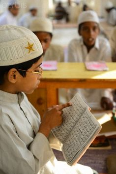 Reading verses of the Koran in Pakistan