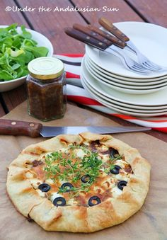 Under the Andalusian Sun: Galette with caramelized onions and feta Andalusia, Caramelized Onions, Wine Recipes, Vegetable Pizza, Vegan Vegetarian, Feta, Delish, Food Photography, Good Food