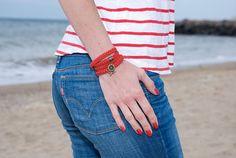He encontrado este interesante anuncio de Etsy en https://www.etsy.com/es/listing/222729655/womens-wrap-bracelet-red-braided