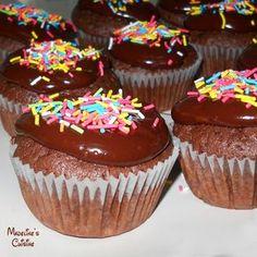 Briose cu ciocolata neagra / Dark chocolate cupcakes - Madeline's Cuisine Chocolate Cupcakes, Muffin, Food And Drink, Baking, Breakfast, Sweet, Desserts, Dark, Recipes