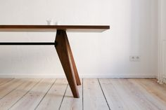 A detail of the Solvay Vitra table in the FvF Apartment.