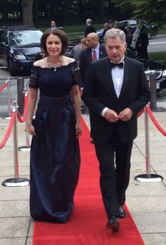President Sauli Niinistö and mrs Jenni Haukio in Washington D. going to the Finnish Embassy to the gala held to celebrate independence of Finland/ Sept. Retro Design, Finland, Presidents, Washington, Formal, Celebrities, Lady, Leadership, History