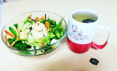 Chicken with nando's peri peri lemon and herb sauce salad and apple and elder flower green tea