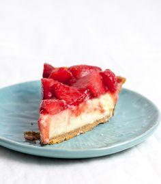 light & bright strawberry cheesecake pie