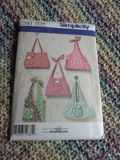 Simplicity 2381 purse pattern pocket book by BloomingRoseCrochet