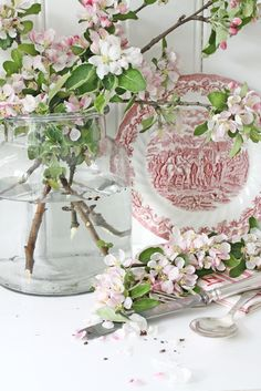 Floral arrangement with apple blossoms and red transferware plate by VIBEKE DESIGN. Flower Power, Vibeke Design, Deco Floral, Spring Has Sprung, Spring Day, Spring Flowers, Spring Blooms, Pink And Green, Floral Arrangements