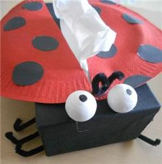 sprucing up a tissue box Fathers Day Art, Fathers Day Crafts, Cadeau Parents, Sunday School Crafts For Kids, Insect Crafts, Ladybug Crafts, Fun Arts And Crafts, Class Decoration, Paper Plate Crafts
