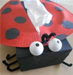 uit een kleenex doosje een lieverheersbeestje voor mama.