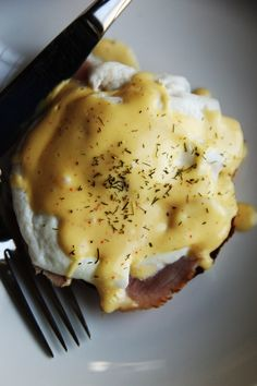 Easy Blender Hollandaise Sauce that takes about 3 minutes. @Alice Cartee Cartee Currah