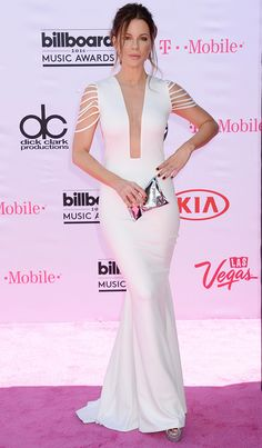 Kate Beckinsale looked AMAZING in this white gown at the Billboard Music Awards!