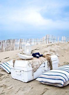 Pique-niquer sur le sable doré.