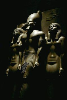 Triad statue of pharaoh Menkaura, accompanied by the goddess Hathor (on his right) and the personification of the nome of Diospolis Parva (on his left). Ancient Egyptian Art, Ancient Aliens, Ancient History, Art History, Egypt Museum, Cairo Museum, Egypt Art, Ancient Artifacts, African History