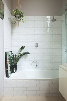 13 Bathrooms That'll Convince You to Hop on the Shower Plants Trend - Bathroom Flooring Bathroom Plants, Bathroom Renos, Bathroom Flooring, Small Bathroom, Bathroom Ideas, Bad Inspiration, Bathroom Inspiration, Shower Plant, Melbourne House