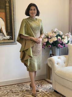 Thai silk by Petch _boutique Batik Dress, Silk Dress, Modern Filipiniana Gown, Traditional Dresses Designs, Mature Women Fashion, Batik Fashion, Ankara Dress, Asian Fashion, Cotton Dresses