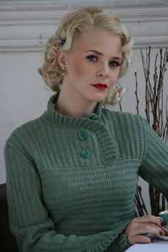 Love this collar and buttons. Susan Crawford (vintage knitting blog)