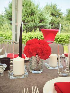 Szaro-czerwone nakrycie stołu | Dekoracja stołu na 60 urodziny | 60 lecie mężczyzny | Przyjęcie w ogrodzie z okazji 60 urodzin | Męska 60