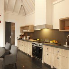 Keuken met deur van Bod'or - Model Oostzaan - Design by Piet Boon - Residential