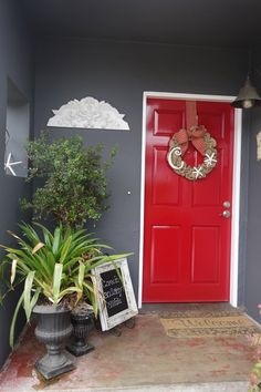 I love my new red door but it was feeling a little naked so now it has a wreath.