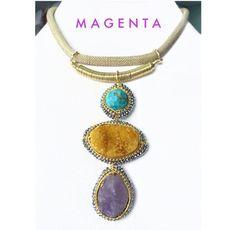 Joyeria con mucha buena vibra!! Collar hecho a mano con turquesa, amatista, druzy y cristales en chapa de oro de 22k. Usa diferente, usa Magenta!