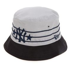 New Era Cap 'Wraparound - New York Yankees' Cotton Bucket Hat (245 SEK) ❤ liked on Polyvore featuring men's fashion, men's accessories, men's hats, navy, mens caps, mens cotton beanie hats, mens bucket hat, mens fishing hats and mens hats
