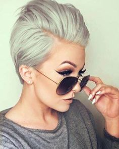 Unique ideas for short hair color for women cabello color 0 Mar 2018 hair color 0 If you are tired of your own hair color and are looking for new and unique ideas for hair color, you are on the right page because we are about to show you the best short … Short Pixie Haircuts, Pixie Hairstyles, Pretty Hairstyles, Short Hair Cuts, Short Hair Styles, Pixie Cuts, Bobs Blondes, Hair Color For Women, Long Pixie