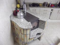 FOGÃO CAMPEIRO Rocket Heater, Rocket Stoves, Rustic Kitchen Design, Interior Design Kitchen, Backyard Kitchen, Indian Kitchen, Stove Fireplace, Stove Oven, Kitchen Tops