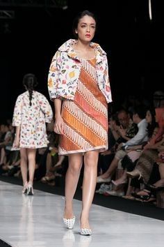 https://www.instagram.com/wrdnfashionindo/ - Batik Indonesia - Edward Hutabarat dalam fashion show Jakarta Fashion Week 2014, 20 Oktober 2013 – The Actual Style More