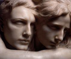 L'abisso 1909. Pietro Canonica  Il bel marmo, custodito nel museo Pietro Canonica, qui a Roma, rappresenta l'abbraccio immortale di due amanti, stretti quasi a volersi fondere, con i capelli di lei che avvolgono lui a rendere questa unione ancora più materica e fluida.