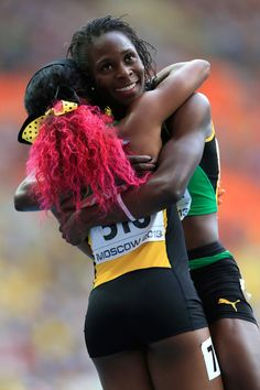 Shelly-Ann Fraser-Pryce and Kerron Stewart hugging after the semi-final at the World Championships in Moscow. Shelly Ann Fraser, Jackie Joyner Kersee, Flo Jo, World Athletics, American Ninja Warrior, Volleyball Pictures, 2020 Olympics, Athletic Models, Sports