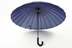 Pratique et original, le parapluie japonais Mabu, se décline en de nombreuses couleurs différentes, que vous pourrez accorder avec votre tenue, selon votre envie et votre humeur du jour.