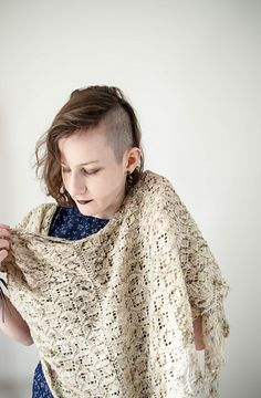 """poison ivy"" pattern by ash alberg. lacy triangular shawl with asymmetrical leaf border. available on ravelry. Poison Ivy 3, Leaf Border, Knits, Ravelry, Ash, Shawl, Knitting Patterns, Crochet, Gray"