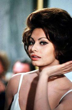 Sophia Loren's dramatic and startlingly beautiful face is offset by huge eyes, the same with Audrey Hepburn. Description from…