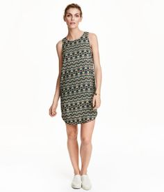 Short, straight-cut sleeveless dress in woven fabric with a printed pattern. Gently rounded hem. Lined at top.