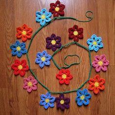Crochet Garland Pattern A Hermits Wish Crochet Spring Flower Garland Pattern # Crochet Puff Flower, Knitted Flowers, Crochet Flower Patterns, Love Crochet, Crochet Motif, Crochet Flower Bunting, Crochet Bunting Free Pattern, Crochet Video, Thread Crochet
