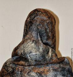 Купить или заказать Шарф-снуд 'Злато скифов' в интернет-магазине на Ярмарке Мастеров. Валяный шарф-снуд выполнен способом мокрого валяния. Этот шарф- труба идеально подходит к любоому времени года. Валяный снуд можно надеть на голову, опустить на шею, красиво задрапировав его на плечах. Валяный шарф-снуд - хид и модный тренд сезона . Этот необыкновенно теплый и легкий аксессуар, который Вы с удовольствием будете носить весь сезон и выглядеть при этом очень женственно и романтично.