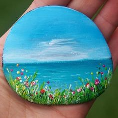 Rock art, rock painting, stone art painting, pebble painting, p Rock Painting Patterns, Rock Painting Ideas Easy, Rock Painting Designs, Paint Designs, Stone Art Painting, Pebble Painting, Pebble Art, Painting Flowers, Shell Painting