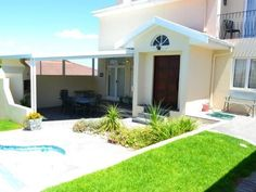 Windless - Windless is a self-catering house located just off the main route from Cape Town in the popular Blouberg sands. The house offers modern accommodation for seven people and is ideal for large families and ... #weekendgetaways #bloubergstrand #southafrica