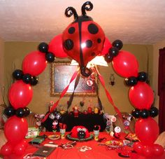 A lady bug a top of a Columns, Arches that have a lady bug theme, Centerpieces that have a lady bug, Bouquets balloons with a base lady bug Baby Ladybug, Ladybug Party, Ladybug Decor, Ladybug 1st Birthdays, First Birthdays, Balloon Decorations, Birthday Decorations, Deco Table, First Birthday Parties