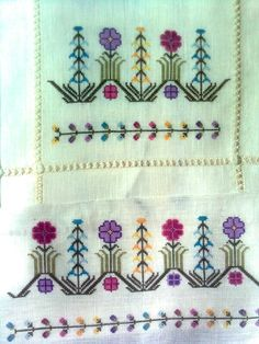 Hesap isi Folk Embroidery, Embroidery Patterns Free, Cross Stitch Embroidery, Bargello, Knitting Needles, Mehndi Designs, Handicraft, Needlepoint, Diy And Crafts