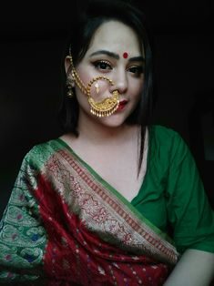 Jewelry Design Earrings, Gold Earrings Designs, Designer Earrings, Jewelry Accessories, Indian Jewellery Design, Gold Jewellery, Indian Jewelry, Genelia D'souza, Bridal Nose Ring
