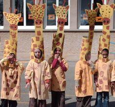 girafe disfraz de jirafa con una bolsa amarilla y otra marrón para las manchas queda precioso. http://www.multipapel.com/subfamilia-bolsas-basura-colores-para-disfraces.htm