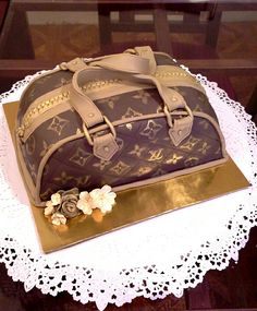 louis vuitton cake Louis Vuitton Cake, Louis Vuitton Monogram, Special Holidays, Decorations, Cakes, Pattern, Gifts, Fashion, Caves