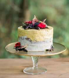 gold iced cake