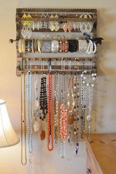 DIY jewelry holder @ Home Improvement Ideas. Best jewelry holder I have seen Jewellery Storage, Jewellery Display, Jewelry Organization, Organization Hacks, Diy Jewellery, Handmade Jewelry, Recycled Jewelry, Organizing Ideas, Designer Jewellery